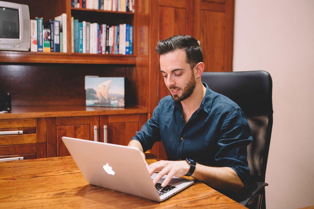 Daniel dos Reis working at his MacBookPro laptop